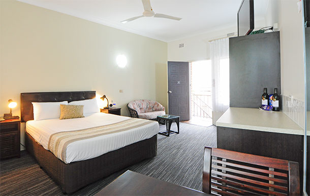 Deluxe Queen at Sanctuary Resort Motor Inn, Accommodation In Coffs Harbour